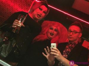 Grube i strae transy oraz drag queen lubią trzymać się razem