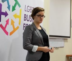 Katarzyna Dułak podczas seminarium w Warszawie